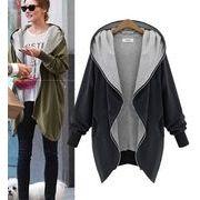 オーバーサイズなビッグシルエットがかっこいいフード付きジャケット