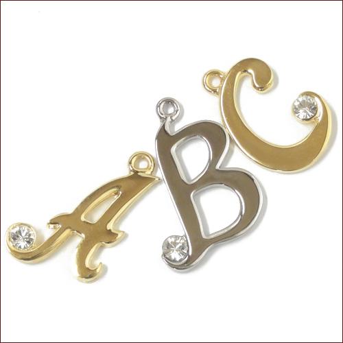 アルファベット イニシャル チャーム パーツ ブレスやネックレス、バッグチェーンやストラップに最適♪
