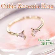 両サイドの小さな三角ジルコニアが可愛いゴールドリング KR072
