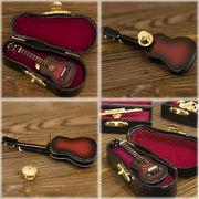 リアルなデザインでワンポイントなオシャレなピンバッジ♪ミニチュアバンド♪クラシックギター♪