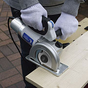 家庭用電動工具「切る・削る・磨く」が1台でできる!マルチ電動工具マイティー2(E-6105)