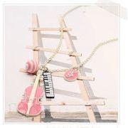 音楽好き 必見! バイオリンと鍵盤のネックレス ピンク AK-045