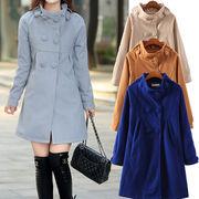 ロングコート☆ 衿まわりのデザインやボタン使いでクラシカルな雰囲気に♪ 背中に大きなタックが入ってい