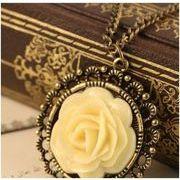 アンティーク調ペンダント 黄色いバラに目が惹く ネックレス ブロンズ ブラワーモチーフ  AM-354