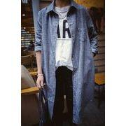 レトロな雰囲気を漂わせる、コットン仕立てのロング丈シャツ