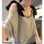 肩にリボンつき肩開きデザインの無地Tシャツ♪