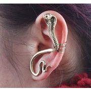 コブラのピアス 耳にはさむタイプのピアスです