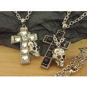 スカルを掛けたスクエアストーンクロス・十字架・髑髏