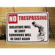 アメリカン雑貨 看板 プラスチックサインボード  No Trespassimg Violators Will Be Shot CA-03