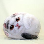 【HenryCats&Friends】ヘンリーキャット ネコ型クッション 中 フラワー インテリア 猫 ねこ 雑貨