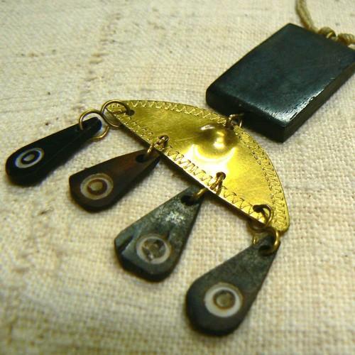 牛骨真鍮半月しずく蝋引紐ネックレス