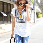 【春夏SALE】ボイルエスニック柄刺繍V開き肩シャーリングトップス