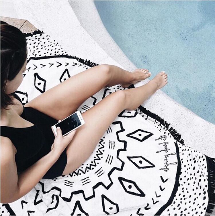 幾何型大判ラウンドビーチラグ フリンジビーチマット
