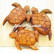 3匹木彫りホヌ