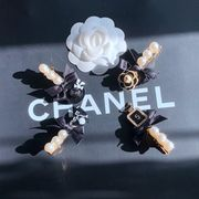定形外773418】カメリア 椿の花 バラ 薔薇 camelliaフラワー 真珠 ヘアピン アクセサリー ヘアクリップ