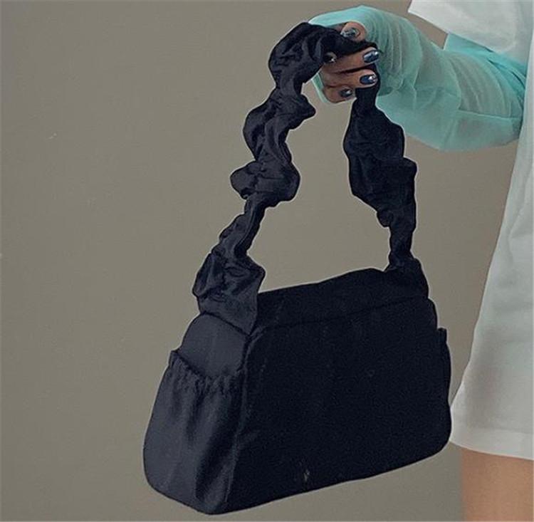 シックな雰囲気が魅力 韓国ファッションワンショルダー 脇下バッグ  プリーツ デザインセンス
