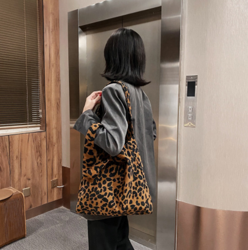 2020新作 流行 トートバッグ 肩掛け レオパード柄 ゼブラ柄 ファッション 人気