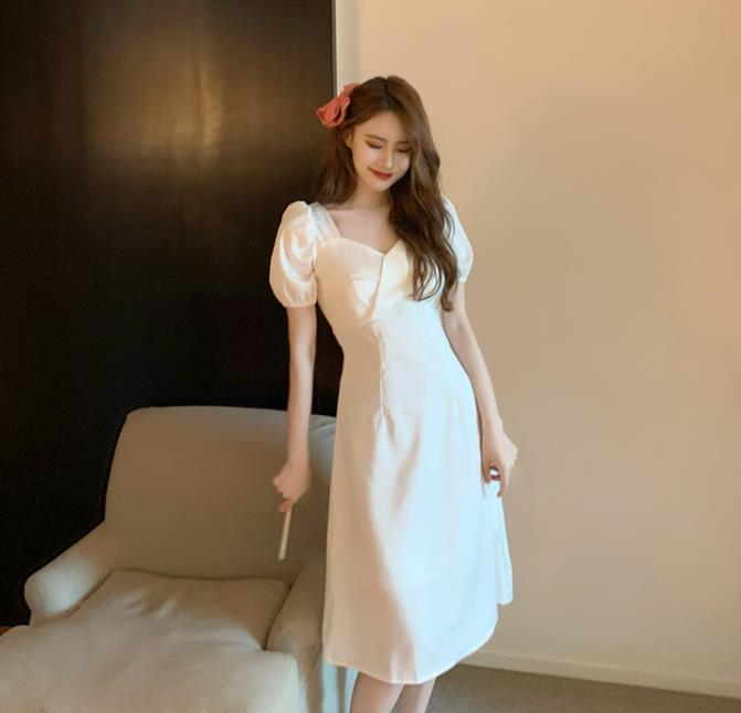 新しい角襟泡袖純白ワンピース女性気質ロングスカート女神範収縮腰痩せスカート
