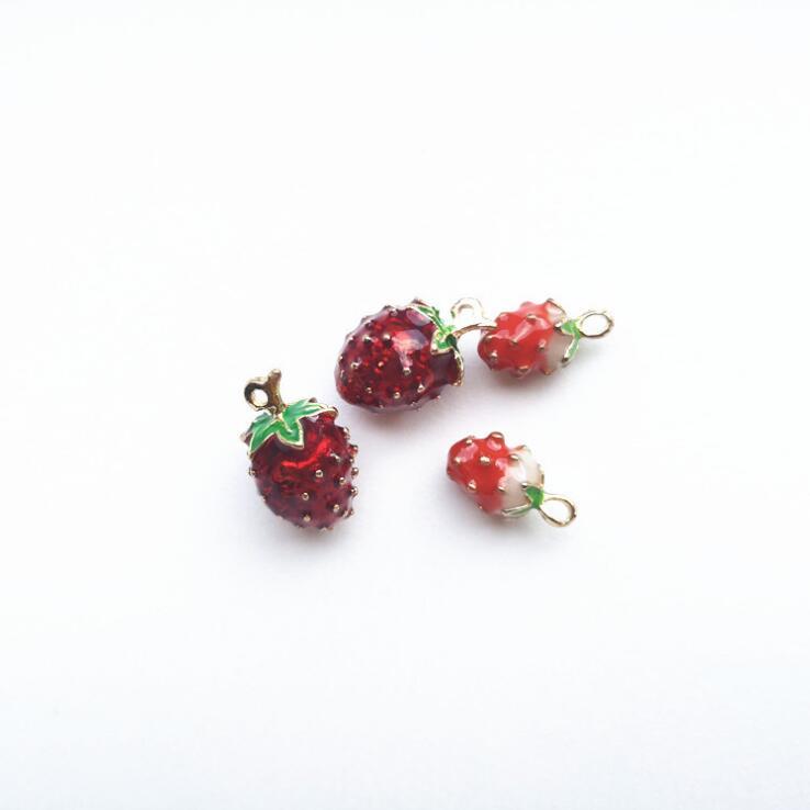 アクセサリーパーツ DIY 苺 イチゴ チャーム ハンドメイド デコパーツ 手芸 資材 立体的なデザイン