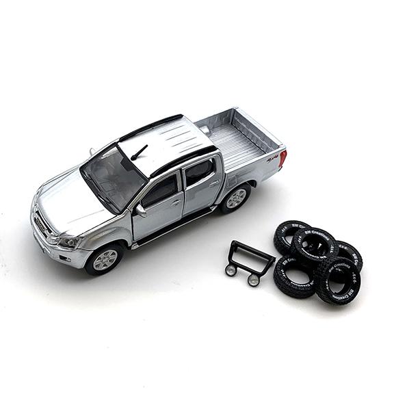 BM CREATIONS いすゞ  D-MAX  2016 シルバー  RHD