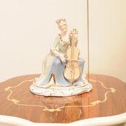 【リヤドロ風陶器置物】 チェロを弾く婦人