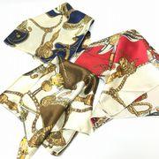 ヨーロッパ風サテンスカーフ