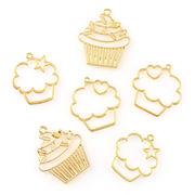 2個 空枠 カップケーキ デザート ゴールド 選べる3タイプ チャーム ネックレスやストラップに 金具 パーツ