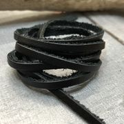 【クラフト 素材】牛革 本革 革紐 黒色 幅3mm 約厚さ1mm 90cm