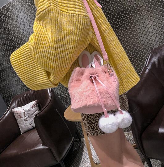 ショルダーバッグ 人気商品 斜め掛け カワイイ 韓国 ウサギ ふわふわ 4色 バケットバッグ