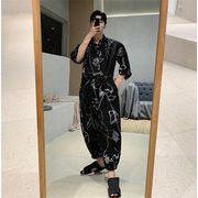 韓国ファッション 夏 キャットウォーク トップス パンツ 男性 抽象画 プリント ジャンプスーツ トレンド