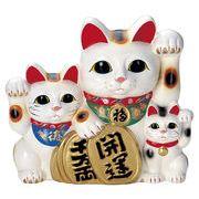 ■常滑焼【縁起置物/貯金箱】富本白三匹猫