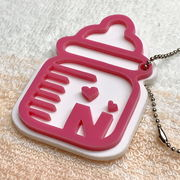 哺乳瓶イニシャルキーホルダー(ピンクVer)オーダーメイド品 ベビーギフト品 出産祝いギフト品