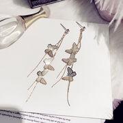 揺れるイヤリング Butterfly キラキラちょうちょう 華奢