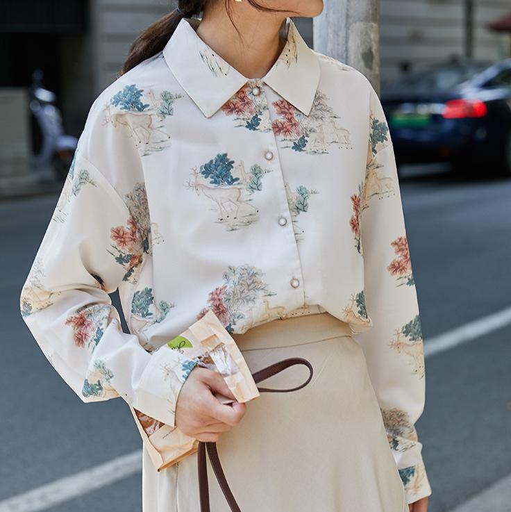 2020年春 レトロな柄 落ち着いた色合い 大きめ長袖シャツ