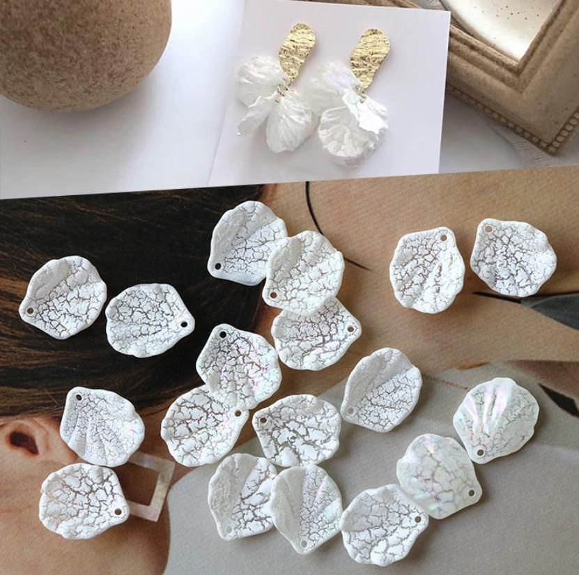 ピアスパーツ 白色貝殻型 穴あり 破裂イメージ デザイン自由 20個/バッグ