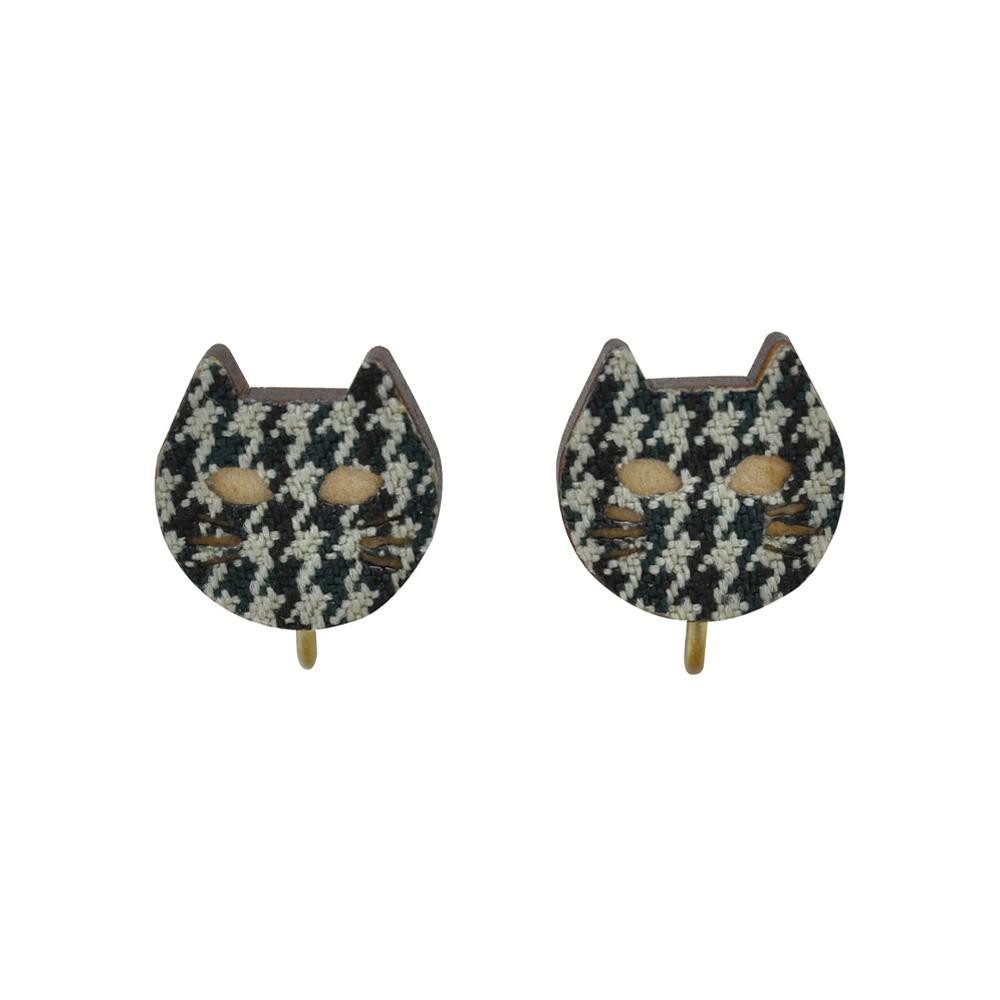 千鳥柄模様の猫のイヤリング