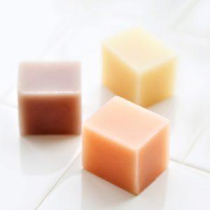 乾燥肌や敏感肌にもやさしい ◆ シルク石けん 3個セット