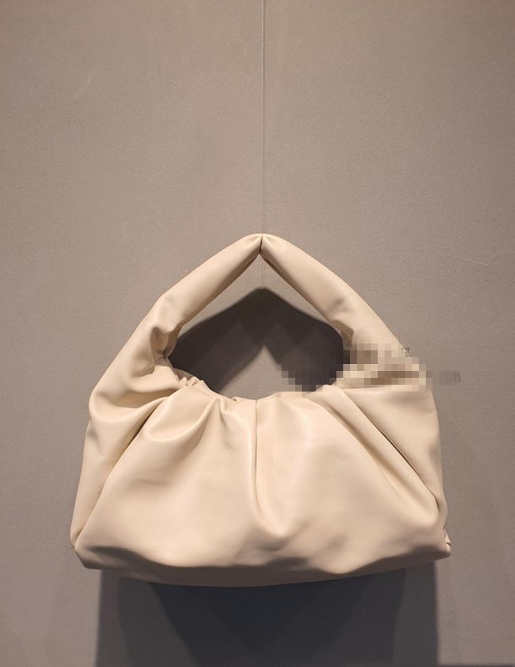 【クーポン使用可能】韓国ファッション クロワッサンバッグ アンダーアームバッグ クラウドバッグ