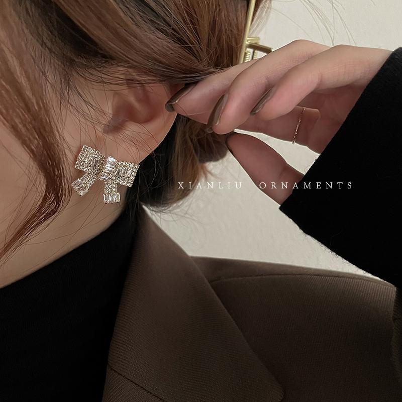 レトロな雰囲気を漂わせる 韓国スタイル 上品 ピアス 結婚式 シンプル アクセサリー