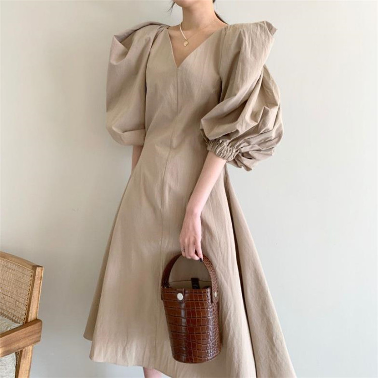 1枚で簡単、楽かわコーデの完成 韓国ファッション デザインセンス パフスリーブ Vネック ワンピース
