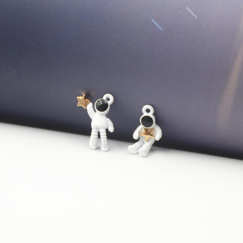 チャーム パーツ 宇宙飛行士 塗装 ホワイト ピアスパーツ アクセサリーパーツ 手芸材料 メタルパーツ 金属