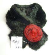 【ご奉仕品】 FAKE  FUR/ブラック。取り外し可能なお花付き。