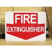 アメリカン雑貨 看板 プラスチックサインボード 消火栓はここです Fire Extinguisher CA-13