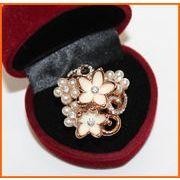 ■即納■ ホワイト&パールフラワーストーン指輪 ゴールド