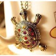 亀好きにおすすめ 可愛いネックレス 亀の甲羅に綺麗な石が沢山付いてます DW-572