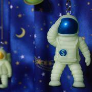 """暗い場所でも楽しめるスプリングトイ! """"Mr.Yupychil Spacewalker"""""""
