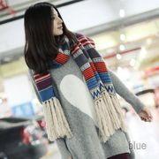 【即納】エスニック風タッセルニットストール :ブルー/青_D70A8327