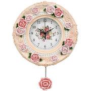 薔薇の花びらがちりばめられた素敵な時計!ローズ振子時計