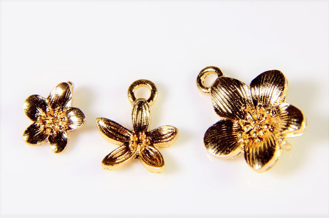 春夏アクセサリー【アンティークパーツ】フラワーチャーム 花モチーフ トレンドパーツ
