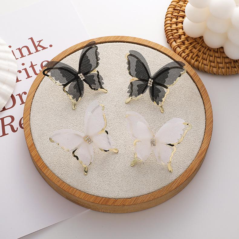 シルバー925針 蝶々モチーフピアス 昆虫 スタッドピアス ガーリー